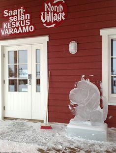 Muumi ice sculpture   Saariselkä #saariselka #muumi #icesculpture #jaaveistos Saariselän Keskusvaraamon vastaanotto / North Village reception http://www.saariselka.com/matkailijalle/info/aukioloajat