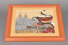 Tableau brodé en perles de rocaille sous verre fait main Café à Prague