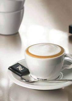 Coffee Date, Coffee Cozy, I Love Coffee, Coffee Break, Best Coffee, Morning Coffee, Coffee Milkshake, Coffee Drinks, Iced Coffee