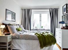 Фотография: Спальня в стиле Скандинавский, Малогабаритная квартира, Квартира, Цвет в интерьере, Дома и квартиры, Белый, Шторы, шведский интерьер, как оформить квартиру в скандинаском стиле – фото на InMyRoom.ru
