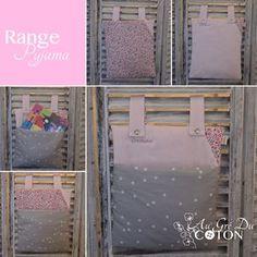 Range-pyjama A accrocher aux barreaux du lit, au dossier d'une chaise, ... pour ranger le pyjama, le doudou, le livre, où tout ce que votre enfant y voudra ! Réversible Dimensions : 30cm x 33cm Composition : coton Coloris : Rose / Liberty rose et violet / Etoiles blanches sur gris Range Pyjama, Violet, Dimensions, Ranger, Composition, Pajamas, Couture, Boutique, Rose