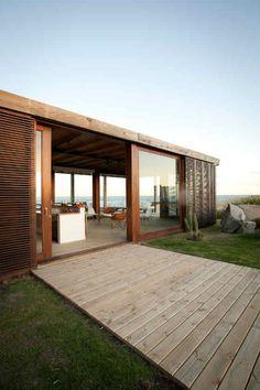 """Simple deck.  --Beach House in Punta del Esta, Uruguay / Martín Gómez Arquitectos  """" beach house"""""""