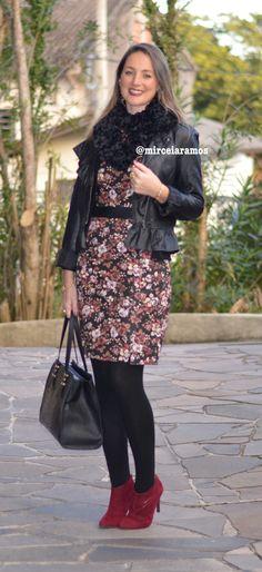 Look de trabalho - look do dia - look corporativo - moda no trabalho - work outfit - office outfit - winter outfit - fall outfit - frio - look de inverno - inverno- bota marsala - vestido floral - dark floral - marsala - black - meia calça preta - pantyhose - Jaqueta de couro - ankle boot