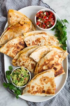 Loaded Chicken Quesadillas - The ultimate Quesadillas recipe! These are brimming with two kinds of gooey melted cheese and a flavorful, fajita style chicken and sautéed pepper filling. Talk about delicious Mexican comfort food everyone will go crazy for! Chicken Quesadillas, Chicken Quesadilla Recipes, Chicken Nachos, Chicken Fajitas, Cooking Recipes, Healthy Recipes, Cooking Food, Healthy Sauces, Cooking Videos