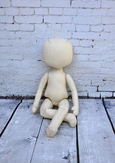 Corpo della bambola in bianco sono pronti per le vostre idee interessanti. Bambola di pezza ripiene 01. Il corpo è fatto di calico ed è riempito con fibra di poliestere ipoallergenica. Puoi finire questa bambola sul vostro gusto, fare un coiffure, dipingere un volto e rendere un