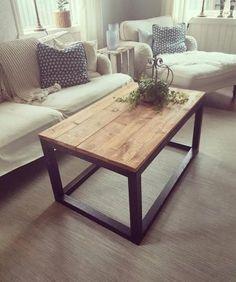 Soffbord i industriell stil, tillverkat i trä med brunbetsade plankor som bordsskiva. H 50cm, L 101cm, B 61cm.