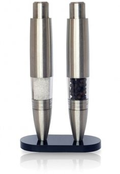 Executive Pen Shaped Pepper Grinder from hautesac.com is an innovative gadget that has a push button to grind peppercorns. It comes with Tellicherry peppercorns; also it can grind peppercorns and sea salt. Now in office, lunch will be easy for everyone.