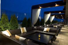 Whiskey Blue at W Atlanta Buckhead - Best Hotel Rooftop Bar Nominee: 2015 Readers' Choice Travel Awards (Top View Rooftop Bar) Hotel Rooftop Bar, Rooftop Terrace Design, Rooftop Lounge, Rooftop Garden, Terrace Ideas, Pergola Ideas, Restaurant Club, Terrace Restaurant, Restaurant Design