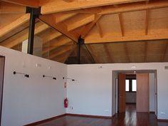 #Sala de conferencias #rustico #decoracion via @planreforma #techo #madera