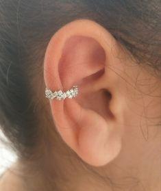 piercing Helix Piercing - Septum clicker - White diamonds - Ear jacket - helix hoop e. Conch Earring, Helix Earrings, Tiny Stud Earrings, Cartilage Earrings, Circle Earrings, Cartilage Hoop, Conch Piercing Jewelry, Helix Piercings, Fake Piercing