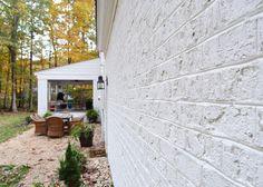 Painting Our Brick House White! White Brick Houses, White Exterior Houses, Ranch Exterior, Modern Farmhouse Exterior, Exterior House Colors, Exterior Siding, Painted Brick Exteriors, Colonial House Exteriors, Painted Brick Walls
