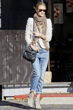 4 pieces, blazer, jeans, top, scarf. If you want to wear jeans please do not have holes in them