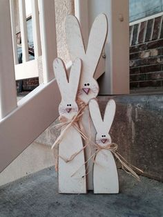 Wood Project | 14 Cute Easter Bunny Ideas | DIY Home Decor by Pioneer Settler at http://pioneersettler.com/easter-bunny-ideas/