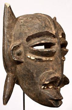 Máscara Dyula de 33,5 cm de altura. Originaria de Burkina Faso.