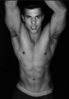 Taylor Lautner in Shirtless Po. is listed (or ranked) 2 on the list Hot Taylor Lautner Photos Jacob Black, Taylor Lautner Shirtless, Gorgeous Men, Beautiful People, Hello Gorgeous, Perfect People, He's Beautiful, Beautiful Images, Sexy Bikini