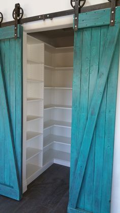 There are many ways to turn your ordinary room into a more stunning and fascinating room. Check out these turquoise room ideas! room decor turquoise Stunning Turquoise Room Ideas to Freshen Up Your Home Turquoise Home Decor, Turquoise Room, Turquoise Rustic Bedroom, Turquoise Bedrooms, Turquoise Furniture, Turquoise Pattern, Turquoise Kitchen, Teal Kitchen, Turquoise Jewelry