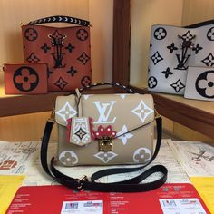 Fendi, Gucci, Louis Vuitton Handbags, Purses And Handbags, Hermes, Chanel, Lv Bags, Bucket Bag, Leather Bag