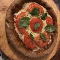 Masa para pizza con harina integral Calzone, Hummus, Sausage, Gluten, Cooking, Ethnic Recipes, Food, Gastronomia, Pizza Recipes