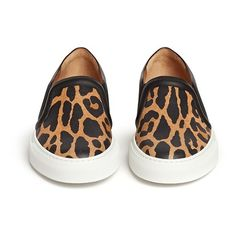 Givenchy Leopard print leather skate slip-ons (€660) ❤ liked on Polyvore featuring shoes, flats, calçado, leopard print shoes, flat pumps, leather flat shoes, leather flats and slip on shoes