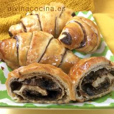 Croissants de chocolate » Divina Cocina Bread Recipes, Cooking Recipes, Choco Chocolate, Crescent Roll Recipes, Croissants, Fat Foods, Bread And Pastries, Eat Dessert First, Biscuit Recipe
