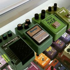 One big green happy family of overdrive.   #mij #maxon #ibanez #overdrive #tubes#ts9 #ts10 #vintagepedals #mojostompboxes #pedalboard