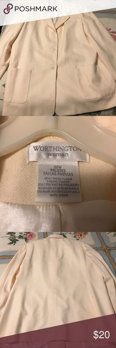 Worthington Woman's Cream Coat, size 20W Worthington cream coat, size 20W. 2 pockets in front. It isn't very heavy so I would consider it more of a Blazer. Good condition, comes from a smoke free home. Worthington Jackets & Coats Blazers