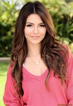 Victoria Justice, love her hair here