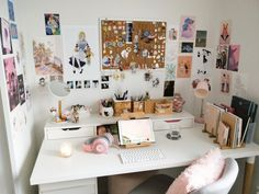 """""""I moved my room around this weekend and created a new desk nook! Bedroom Study Area, Study Room Decor, Room Setup, Room Ideas Bedroom, Room Wall Decor, Bedroom Decor, Uni Room, Dorm Room, Study Table Designs"""