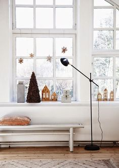 Window decoration Christmas - once again great ideas! Christmas Mood, Merry Little Christmas, Noel Christmas, Scandinavian Christmas, Modern Christmas, Simple Christmas, Christmas And New Year, Vintage Christmas, Christmas Windows
