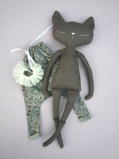 Sleepy cat doll in 100% linen fabric with Liberty romper
