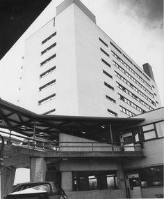 De karakteristieke Diac brug. Diaconessenhuis Eindhoven in de jaren '60. #ziekenhuis