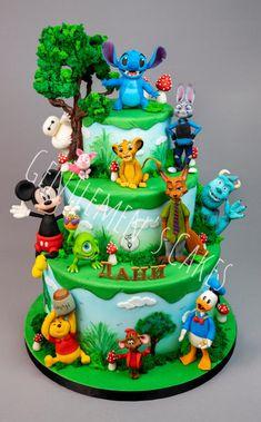 Disney world - cake by Gentlemen's Cakes - Cake Decorating Dıy Ideen Cake Disney, Disney Themed Cakes, Disney Desserts, Disney World Birthday, Character Cakes, Novelty Cakes, Baby Shower Cakes, Painted Cakes, Amazing Cakes