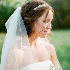 A rustic wedding hairstyle that works well with a veil (Photo: Krystle Akin)