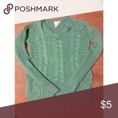 High low sweater... Hangs a little lower in the back cute with a pair of jeans! Fits like a medium Sweaters Crew & Scoop Necks