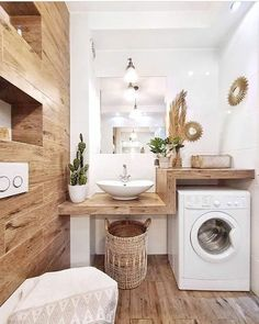 Natural wood wall and countertop give a modern boho and scandinavian feel to this laundry room bat&; Natural wood wall and countertop give a modern boho and scandinavian feel to this laundry room bat&; Modern Laundry Rooms, Laundry Room Bathroom, Farmhouse Laundry Room, Laundry Room Design, Bathroom Shelves, Small Bathroom, Bathroom Ideas, Cozy Bathroom, Bathroom Vinyl