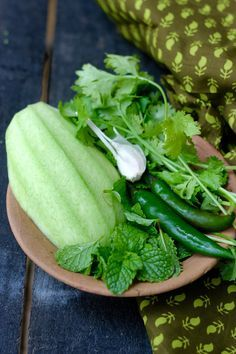 Recipe for Raw Mango Chutney made with green mangoes, coriander and mint - A delicious condiment, perfect for chutney sandwiches, to be enjoyed while the season lasts. Indian Chutney Recipes, Healthy Indian Recipes, Raw Food Recipes, Vegetarian Recipes, Cooking Recipes, Sauce Recipes, Green Mango Chutney, Green Chutney Recipe, Mango Salsa