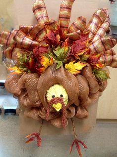 2015 Fall Leaves Mesh Turkey Wreath for Thanksgiving - DIY Gobble Decor Deco Mesh Garland, Wreaths And Garlands, Deco Mesh Wreaths, Holiday Wreaths, Autumn Wreaths, Deco Mesh Crafts, Wreath Crafts, Diy Wreath, Wreath Ideas