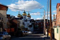 Otro Madrid... colonias, casitas, descampados, bares castizos para jubilados, derribos, jitos, perros... y la parroquia de santa María Magdalena dependiente del patriarcado de Moscú.