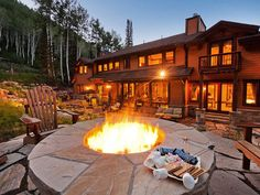 It's #NationalSmoresDay! This cabin is perfect for roasting marshmallows any time of year