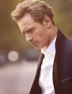 Damn, there are a lot of hot gingers & pseudo-gingers out there lately. I'm looking at you, Benedict Cumberbatch, Tom Hiddleston & this handsome bastard, MIchael Fassbender.