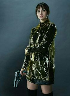 """Ana de Armas as """"Joi"""" from Blade Runner 2049 Film Blade Runner, Blade Runner 2049, Blade Runner Coat, Kino Theater, Pvc Fashion, Female Fashion, Runners Outfit, Denis Villeneuve, Trench Jacket"""
