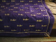 quilt made out of crown royal bags Crown Royal Bottle, Crown Royal Bags, Quilting Projects, Sewing Projects, Quilting Ideas, Sewing Ideas, Art Stuff For Kids, Fun Stuff, Crown Royal Quilt