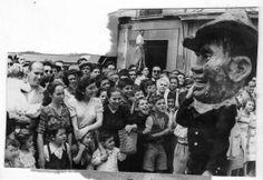 Cabezudos en el desfile de la Tarasca. 7 de junio de 1950. Torres Molina/Archivo de IDEAL Granada Andalucia, Light And Shadow, History, Vintage, Roots, Big, Spanish Culture, Andalusia Spain, Antique Photos