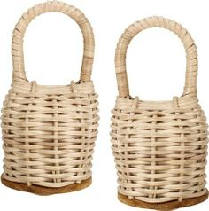 Gon Bops Caxixi Caxixi Pair, Wicker by Gon Bops. $49.00. The Caxixi is a flat-bottomed wicker basket shaker traditionally used in Capoeira music along with the Berimbau. Great for any style of music, the Caixixi produces a soft, warm sound.