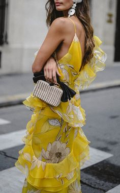 So many places so little time: Photo Yellow Fashion, Floral Fashion, Fashion Dresses, Casual Trendy Outfits, Cool Outfits, Mode Inspiration, Fashion Inspiration, So Little Time, Passion For Fashion
