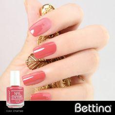 """Tenemos mucho más de 100 colores y dentro de ellos, los tonos rosados siempre son de sus favoritos... ¿Qué tal nuestro #Bettina Nail Enamel en color """"Charmed""""? #nailenamel #nailpolish #manicure"""