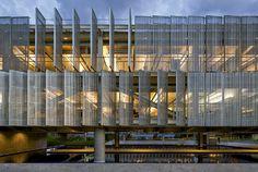 Vazio central favorece luz e ventilação naturais no edifício do Sebrae, em…