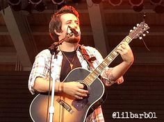 Lee DeWyze at RiversEdge Park Photo by @Lilbarb01 on Twitter