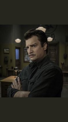 a series of unfortunate events, saison 2 Nathan Fillion Firefly, A Series Of Unfortunate Events Netflix, Nathan Fillon, Lemony Snicket, Firefly Serenity, Netflix Series, Reading Material, Book Series, Gorgeous Men