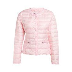 Rosa kortare tunn och lätt dunjacka med tryckknappar framtill och låg veckad halskrage samt ärmslut. Två fickor med dragkedja framtill. Längd 56 cm i storlek 38.